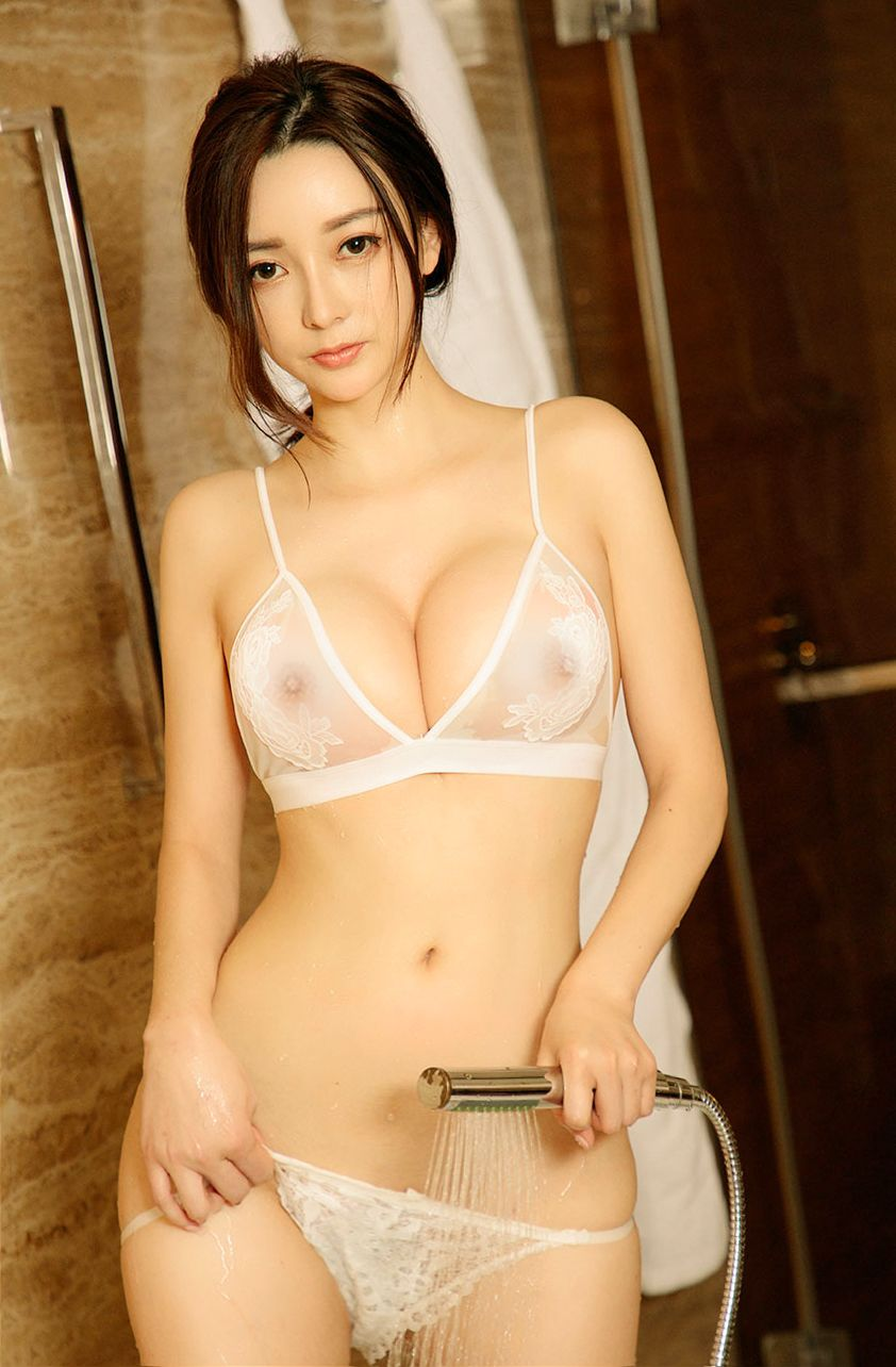 hot Chinese beautiful girl shower -  suspicious image