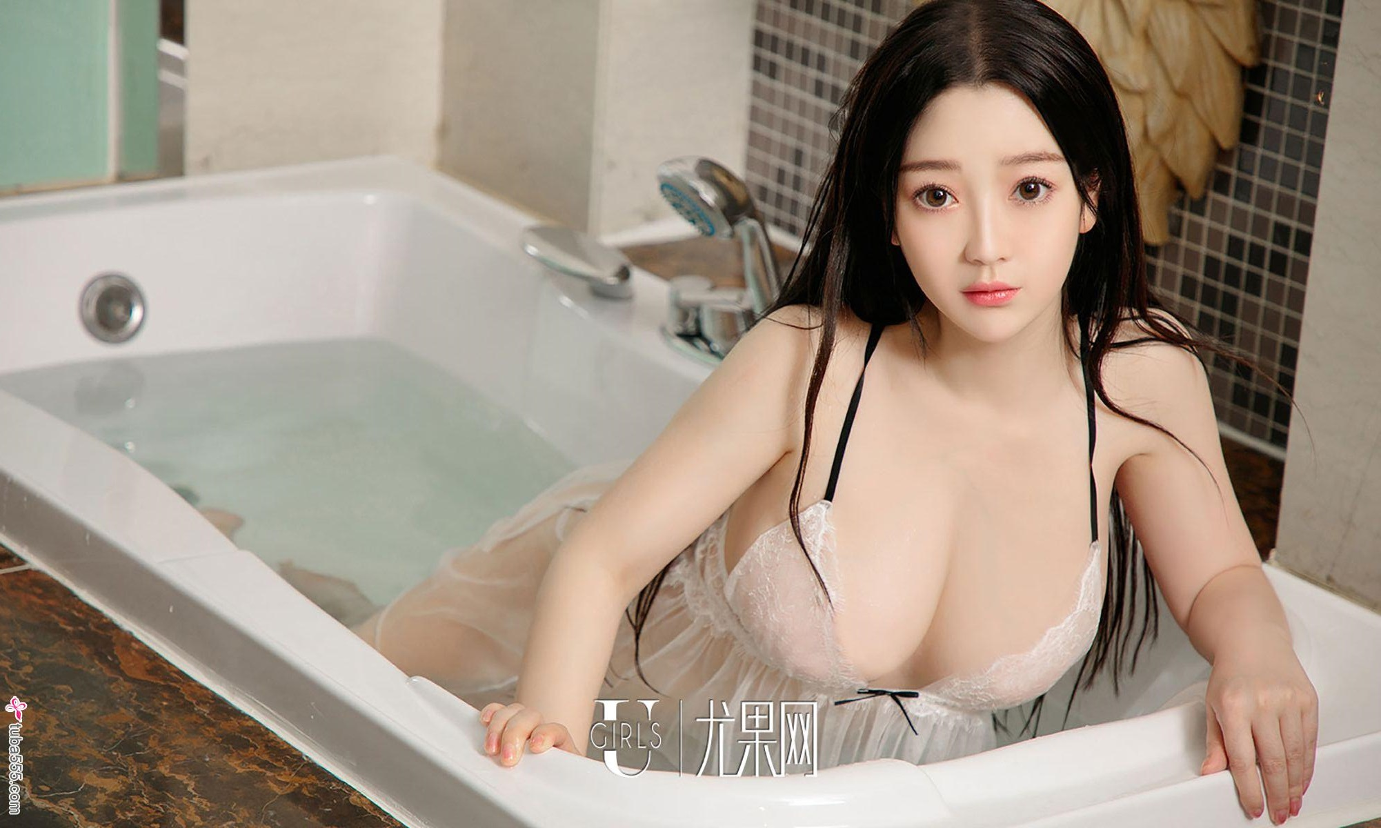hot Chinese girl in bath